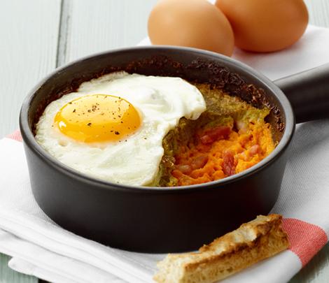 Cocottes d'œufs, purée de légumes